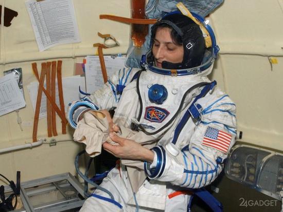Астронавт NASA Суннита Уильямс, которой довелось провести в космосе 322 дня, в течение последних трёх лет сотрудничала со SpaceX и Boeing, испытывая новые модели скафандров и давая отзывы о них.