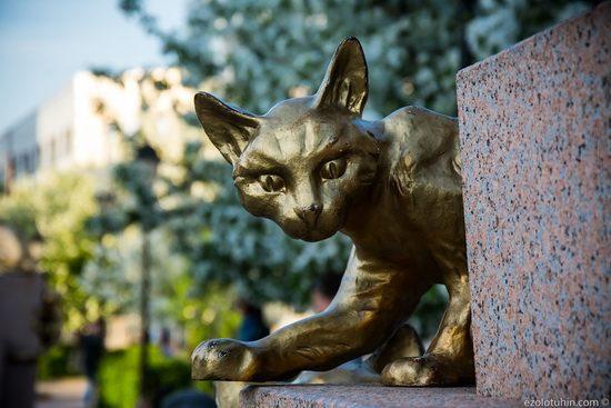 В 1960-х годах сибирских котов расплодилось слишком много, они расширили места обитания, выйдя из подвалов в коридоры и залы музея.