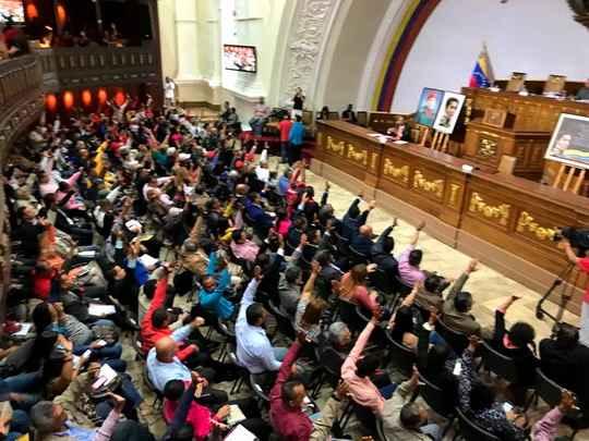 Конституционная ассамблея (КА) Венесуэлы в четверг единогласно проголосовала за легализацию бизнеса по обмену валюты в стране.