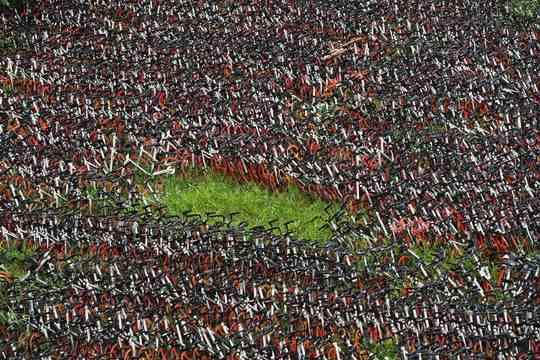 В Китае одно время стали быстро развиваться сервисы по аренде велосипедов у коммерческой организации или у частных лиц, по типу каршеринга.