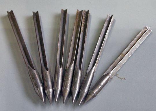Во время Первой Мировой войны, в боевой авиации против наземных целей - широкое использование получили флешетты, или металлические дротики.