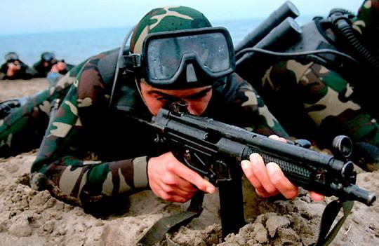 """Иранский """"Корпус стражей исламской революции"""" (КСИР) провел военные маневры в Персидском заливе, целью которых является противодействие возможным угрозам со стороны соперников"""