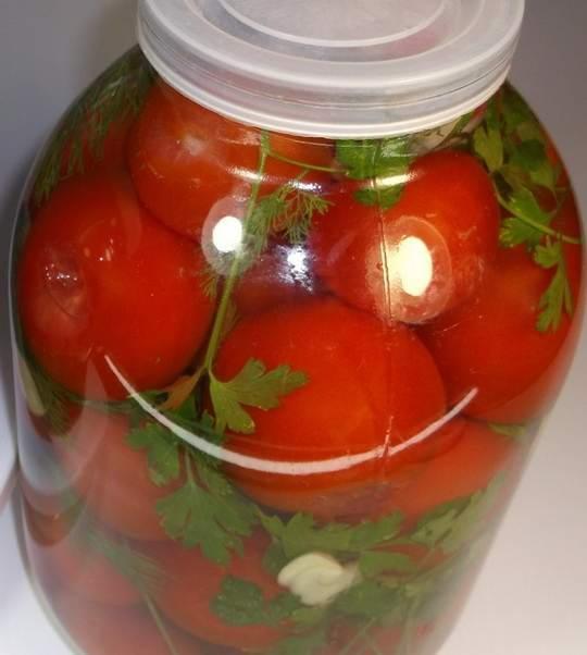 Самый вкусные помидоры на зиму получаются методом простого засаливания.