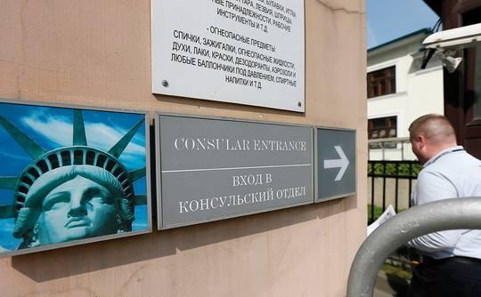 Американцы фактически прекратили давать визы россиянам, сказал генеральный консул в Хьюстоне Александр Писарев.