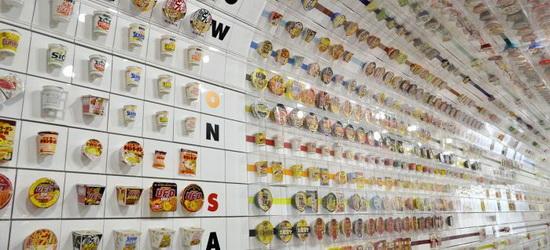 А еще каждый посетитель может за дополнительную плату пройти в цех и приготовить (а потом и съесть) свою уникальную «Чикин рамэн» – из тех ингредиентов, которые выберет сам.