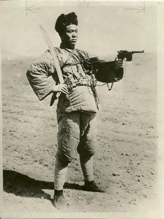 Китайский солдат с пистолетом «Маузер». 1920−1940 гг. Источник фото: 2. guns.ru