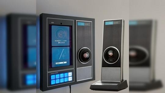 В честь 50-летия фильма Кубрика «Космическая Одиссея 2001 года» Master Replicas Group выпустит гаджет с искусственным интеллектом и внешним видом, повторяющим облик зловещего компьютера HAL-9000.