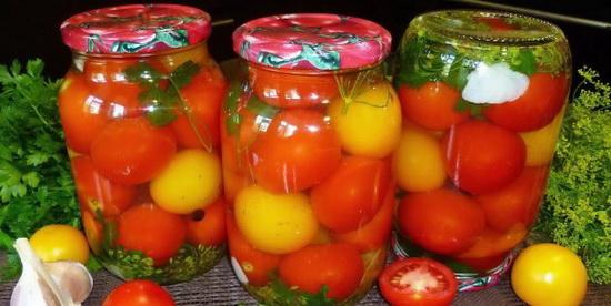 Маринованные помидоры с зеленью