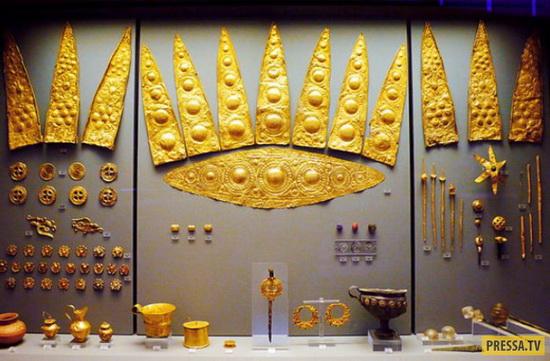 Золотые предметы из находок Шлимана в Микенах