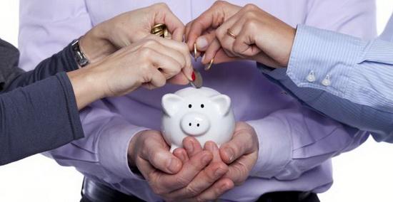 Законом была предусмотрена заморозка до 2020 г. накопительной части пенсий. Это решение пополнит доходы Пенсионного фонда на 551,3 млрд руб.