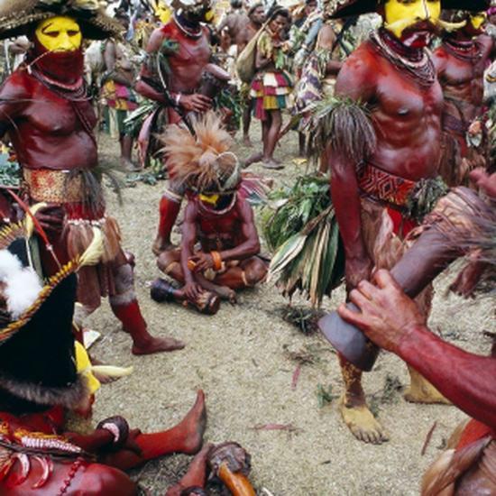 О хули - одном из крупнейших племен Новой Гвинеи - существуют самые разные мнения.