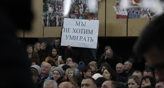 Почти 37 тысяч подписей против строительства завода были переданы в Администрацию президента в феврале.