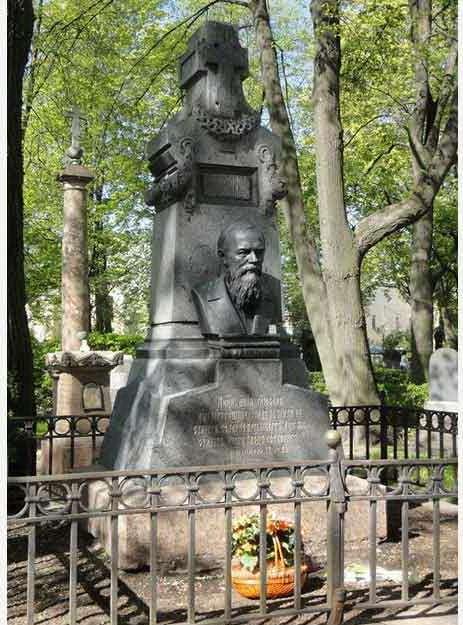 Могила Достоевского в Санкт-Петербурге на Тихвинском кладбище Александро-Невской лавры