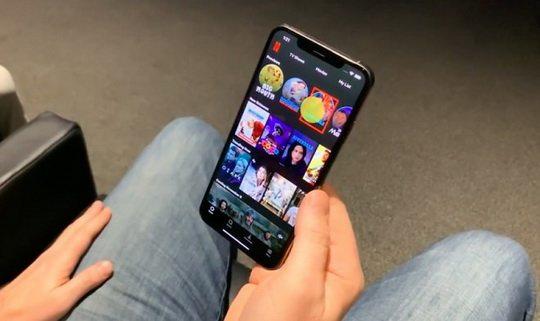 Компания Netflix представила надстройку для своего приложения под iOS, предлагающую пользователям новый интерфейс, который со стороны выглядит как чистое колдовство.