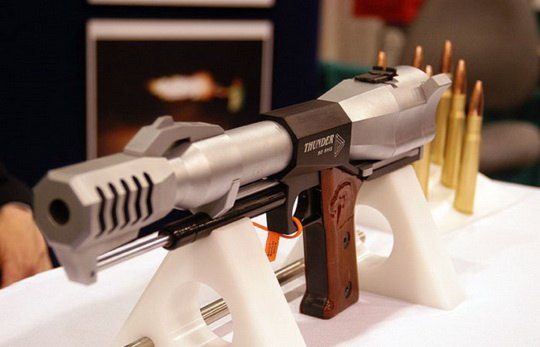 Поговорим же о пистолетах, каждый из которых способен свалить с ног слона.