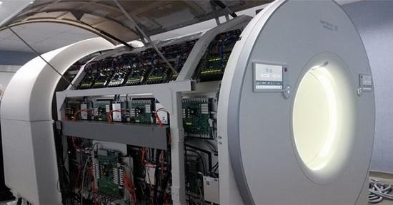 Это полномасштабный сканер, объединяющий в себе функции ПЭТ и компьютерной томографии.