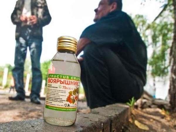 Глава правительства Дмитрий Медведев подписал постановление, запрещающее продавать спиртосодержащую непищевую продукцию по цене ниже алкогольной продукции