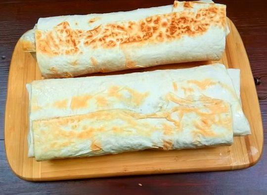 Шаурма – блюдо, которое за последние годы полюбилось многим как сытная альтернатива обеду или ужину.