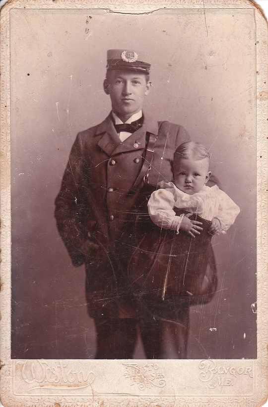 Отправка по почте в те времена стоила меньше доллара, что было подешевле, чем отправить ребенка поездом, да поехать с ним в придачу сопровождающим.