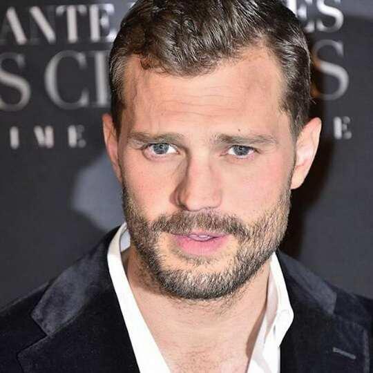 Бороды вновь вернулись в моду и теперь их носят многие мужчины, включая знаменитостей.