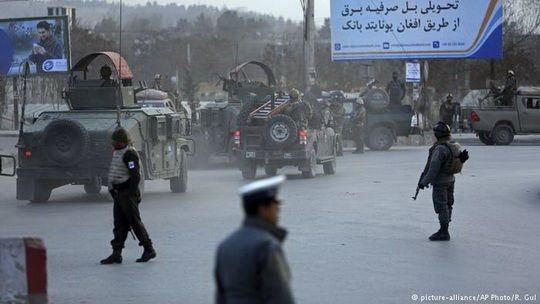 29 человек погибли, более 20 ранены после взрыва заминированного автомобиля и длительного боя афганских сил безопасности с террористами.