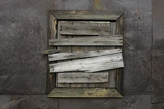 Первоначально необычный налог на окна появился в Великобритании в 1696 году.