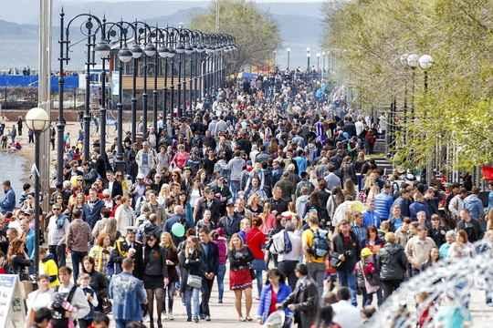 Приток мигрантов перестал компенсировать естественную убыль населения, следует из данных Росстата.