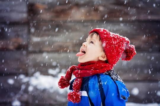 Восприятие холода зависит не только от температуры, но также от ветра и влажности.
