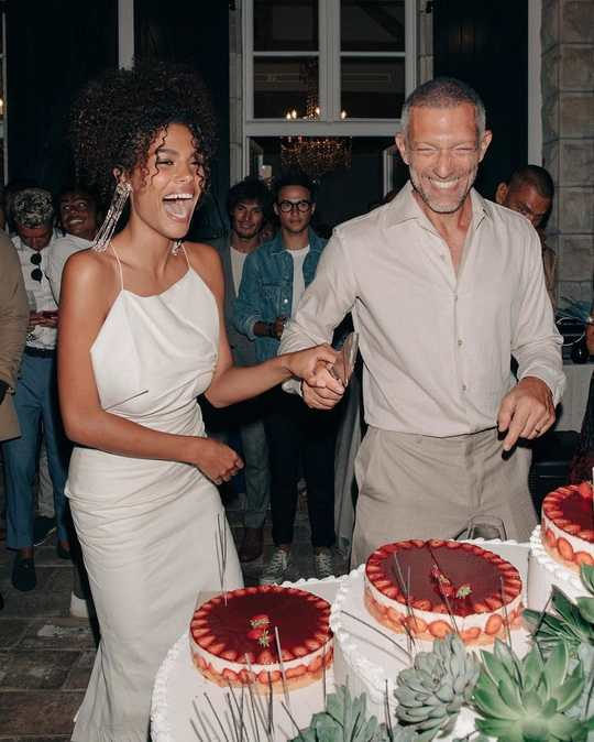 Полгода назад, французский актер Венсан Кассель женился на итальянской модели Тине Кунаки.