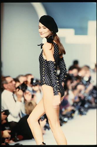На показе Chanel Spring/Summer 1989-1990