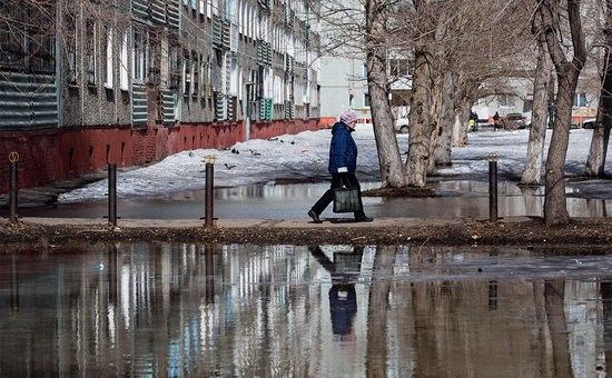 Сокращение общей численности населения страны означает, что количество россиян в трудоспособном возрасте будет неуклонно уменьшаться, а количество пожилых граждан — расти.