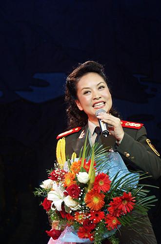 Будущая Первая леди выступает в городском округе Лоян, 2004 год