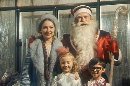 Милой и приветливой выглядела Снегурочка в исполнении Ирины Борисовой в фильме «Новогодние приключения Маши и Вити» в 1975 г.