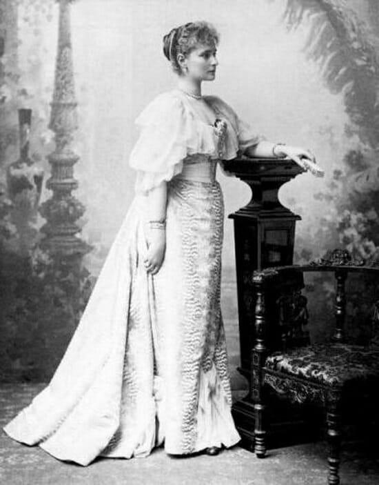 Алиса Великобританская (англ. Alice of the United Kingdom), также Алиса Саксен-Кобург-Готская (англ. Alice of Saxe-Coburg and Gotha; 25 апреля 1843, Лондон — 14 декабря 1878, Дармштадт) — вторая дочь британской королевы Виктории и её супруга Альберта Саксен-Кобург-Готского; в замужестве — великая герцогиня Гессенская.