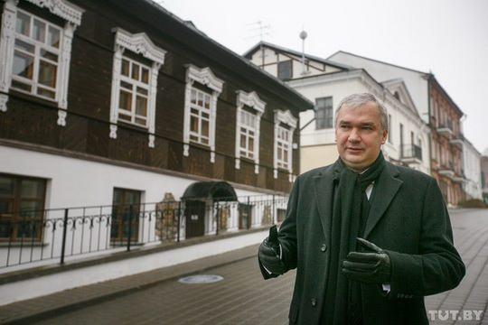Он известен белорусам как достаточно харизматичная личность.