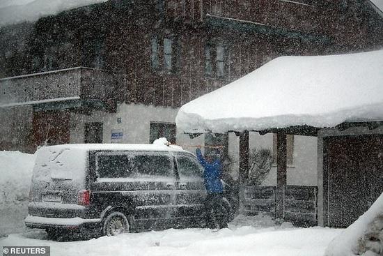 Автомобильные пробки из-за снегопадов в Баварии, Германия2