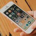 Apple распродает остатки iPhone SE