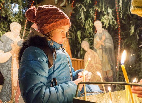 В это чудесное Рождество пусть ангелы принесут в ваш дом добро и радость, красоту и спокойствие, любовь и счастье!