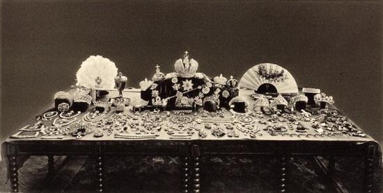 Полякам – лучшие бриллианты, британцам – изумруды, голландцам – натуральный жемчуг
