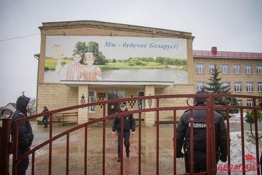 11 февраля, утром, десятиклассник столбцовской школы № 2 Вадим Милошевский, пришел в школу и ножом нанес смертельные ранения учительнице истории и ученику 11-го класса.