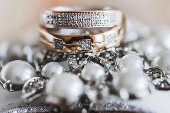 Королева Виктория была похоронена с двумя обручальными кольцами - одно мужа, другое - любовника.