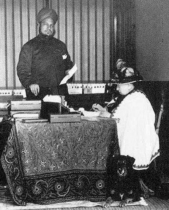 Королева Виктория, ее собака-колли Нобл и Мунши Абдул Карим