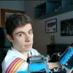 19-летний инженер создал собственный протез из Lego