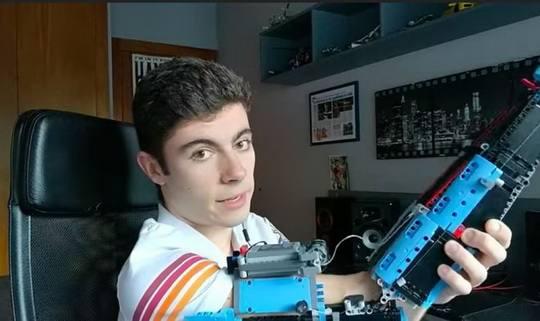 В Интернете можно найти множество изделий из конструктора Lego, однако там нет того, что создал будущий биоинженер Дэвид Агилар.