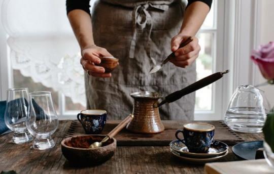 Существует очень много различных видов кофе, но чаще всего в наших магазинах можно встретить арабику и робусту.