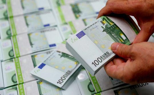В последний раз Минфин размещал еврооблигации в ноябре 2018 года, тогда объем выпуска составил €1 млрд, а британские инвесторы выкупили более половины размещенных бумаг.