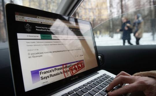 С 29 марта в России за распространение фейковых новостей может быть назначен штраф в размере до 1,5 млн руб. Оскорбление власти и госсимволов грозит штрафом в размере до 300 тыс. руб.