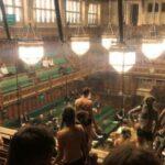 В британском парламенте устроили «голый протест»