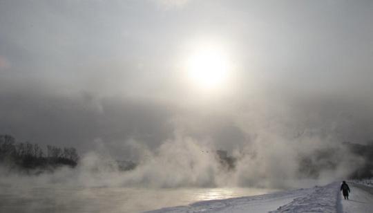 Последний день марта преподнес погодный сюрприз в Саудовской Аравии: на северо-западе страны температура воздуха опустилась ниже 9°C, а в горной местности выпал снег.