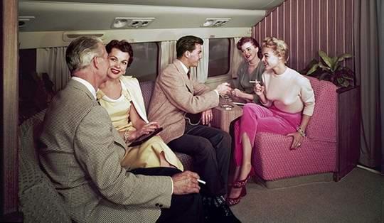 В 1950-е и 1960-е летать на самолетах было совсем не так, как сегодня.
